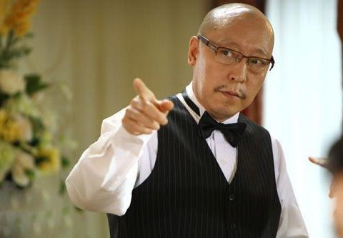 他是长的丑的老戏骨,和倪萍妹妹结婚,59岁一个角色让他爆红