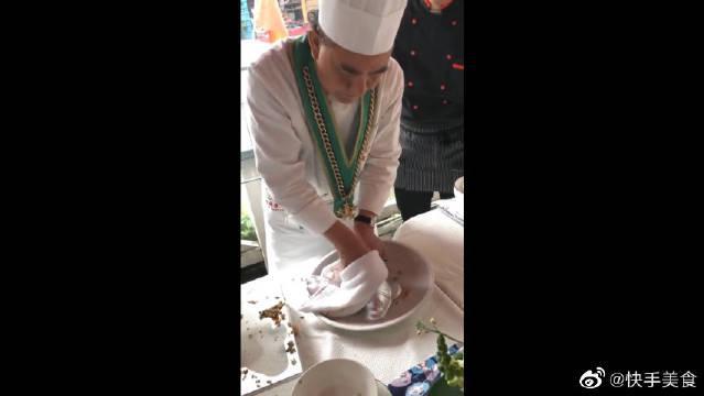 五星级酒店最新研发的皇帝炒饭,没点身家吃不起……