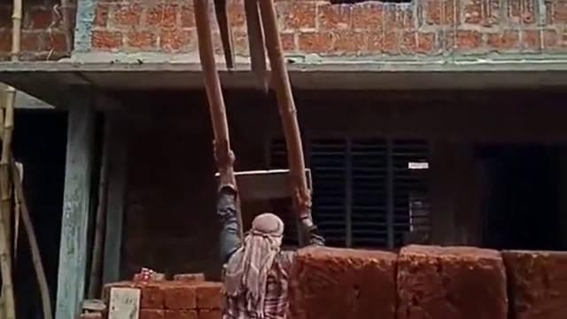 印度人盖房子设计的手动电梯,中国用俩月完工,他们得三年啊