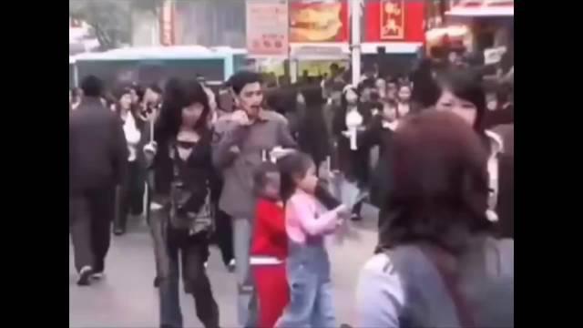 2006年街头珍贵录像。回不去的青春