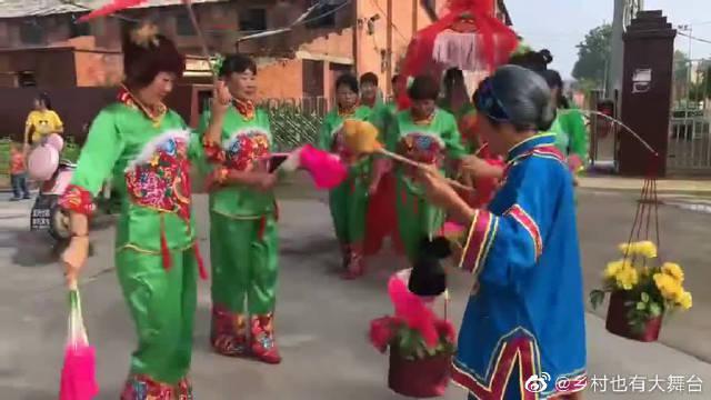 党哥组织本村女子舞蹈队,参加河南乡村大舞台,看下能入选吗
