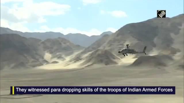 印军展示部署拉达克的武装直升机……