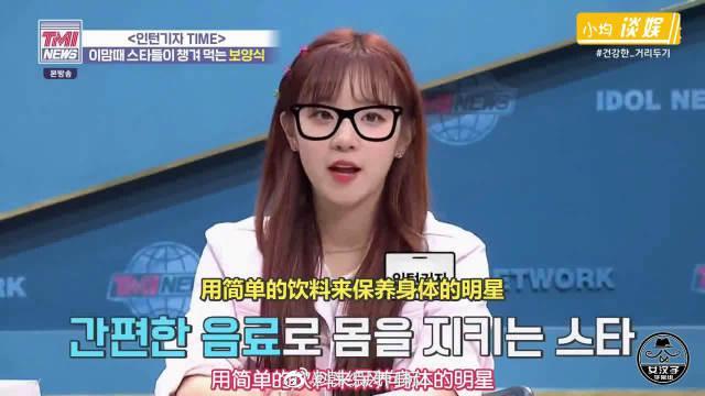 """宋雨琦在韩国节目里做""""新闻播报"""" 说完台词后的雨琦害羞地笑了"""