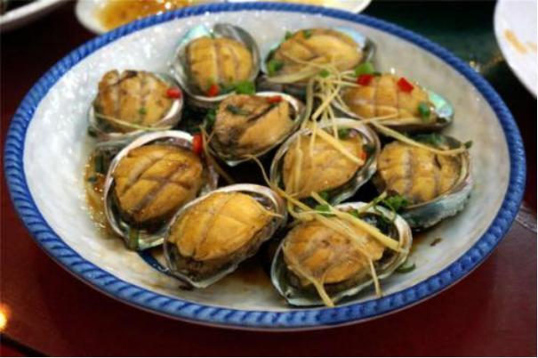 吃货美食:清蒸鲍鱼、千叶菜炒豆腐、油泡肚花、萝卜炖排骨的做法