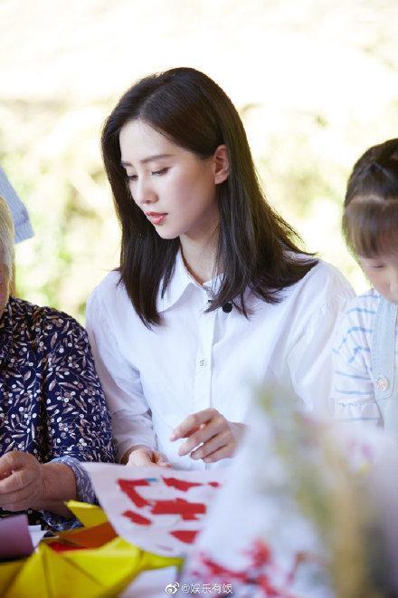同为刚复出的新手妈妈,刘诗诗和赵丽颖,脸部状态与身材有差距?