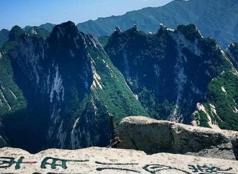 景色秀美的华山,让我们带着不一样的心情,感受它不一样的情怀