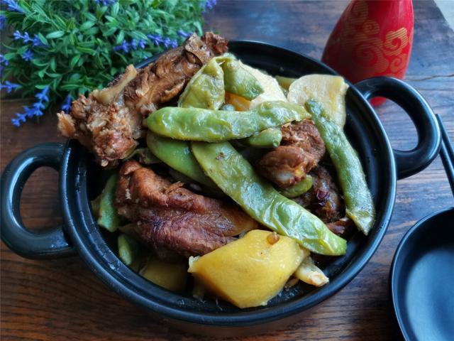 三伏天,东北人最喜欢排骨炖豆,天热也特别受欢迎,又香又下饭