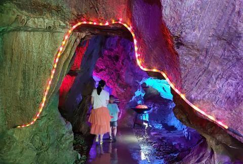 湖北房县野人洞,以野人文化为主的溶洞,洞内温度极低,惊险刺激