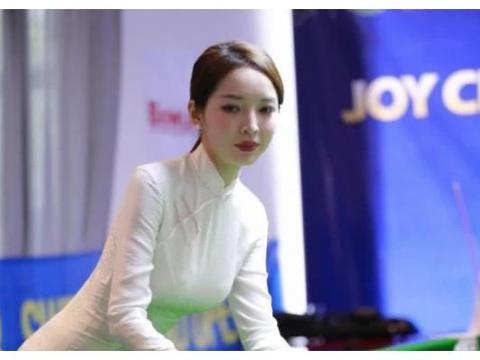 中国最美台球女裁判,身材颜值不输名模,单身多年渴望恋爱