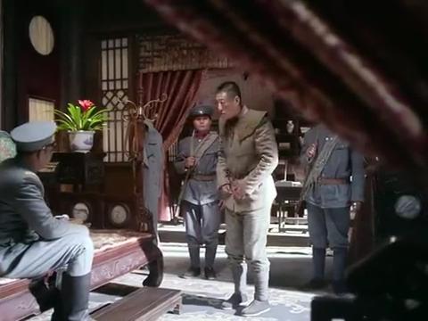 团长不计前嫌拉拢马夫兵,不料马夫兵不识好歹,直接押后院绑了