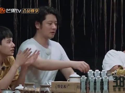 彭昱畅演唱《红色高跟鞋》,魔性表情超刘敏涛,彭彭:对不起