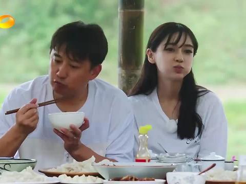 向往2:黄磊模仿彭昱畅吃饺子,一口塞一个,一般人真做不到!