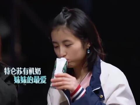 被问彭昱畅帅还是刘昊然帅,张子枫的反应超逗,妹妹太可爱了!