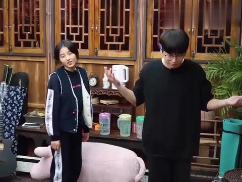 向往3:彭彭跟张子枫掰手腕,看到妹妹被欺负,张钧甯替她报仇!