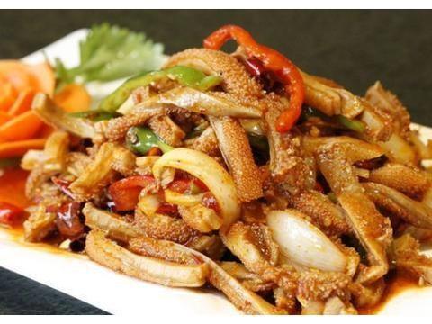 双椒炒鱿鱼,拌牛肚,椒麻手撕鸡,尖椒干豆腐的做法