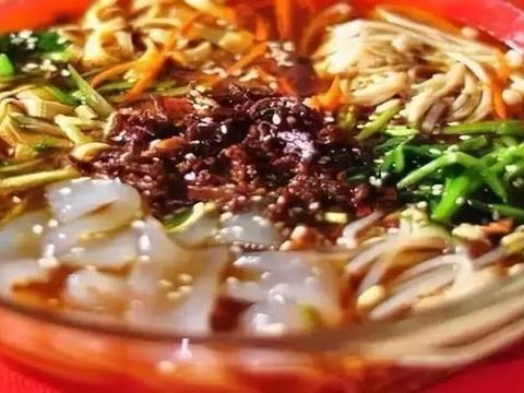 严选美食:辣炒卤猪耳朵,炒菜瓜,香煎芋头蛋饼,捞汁凉菜