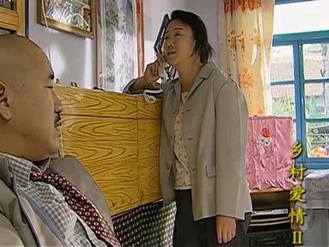 刘能生病也不消停,打着点滴到玉田门口绕一圈,老伴一脸无奈!