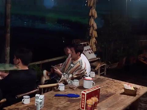 黄渤:我青春期喜欢听李荣浩的歌!黄磊:你那是更年期!太逗了!