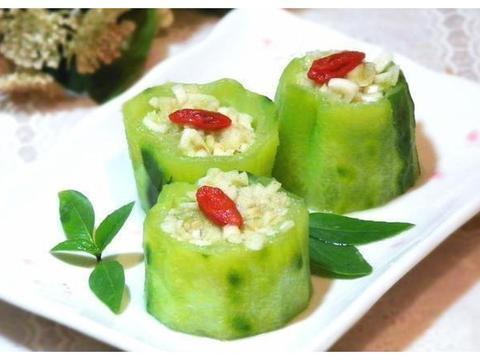 蒜茸蒸丝瓜,鳕鱼豆腐汤,泡椒黑木耳,三色腰果的做法