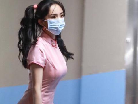 杨幂漫画少女造型,粉红色旗袍,扎双马尾,见识了啥叫花瓶身材