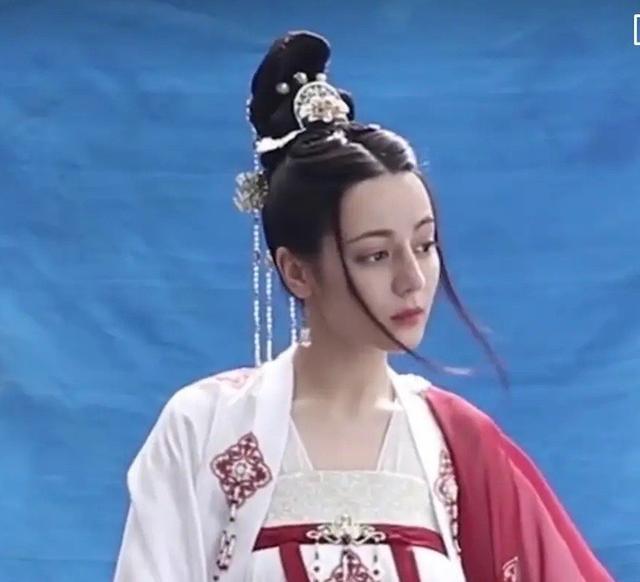 热巴《长歌行》最新路透,公主装扮仙气飘飘,失去滤镜颜值很真实