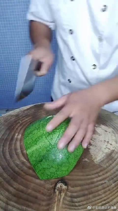 五星酒店厨师都是这样切西瓜的,硬把西瓜切成了我吃不起的样子!