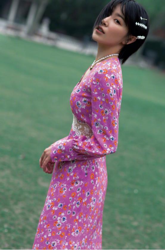 阚清子衣品越来越好,碎花裙尽显好身材