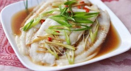 清蒸鱼片,凉拌豆芽,三色炒虾仁的做法