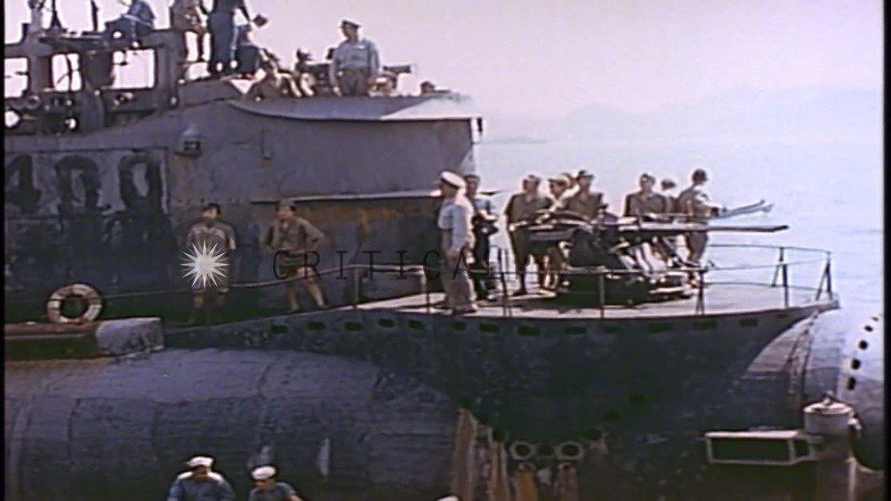 日本投降后将伊-400潜艇交给美军