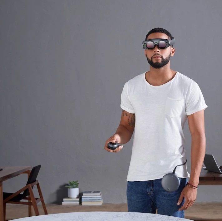 苹果新系统:沉浸在VR环境时不会让你撞到周围物体