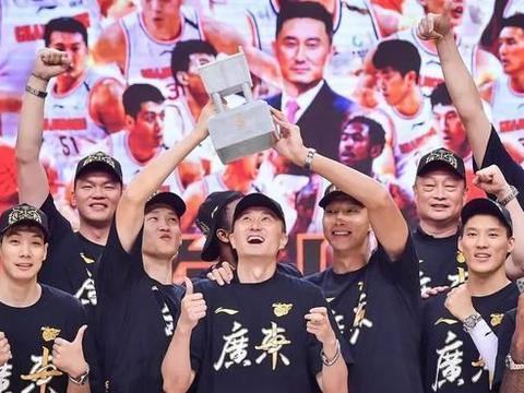 为什么后易建联时代的广东连夺两冠,而新星云集的新疆却一胜难求
