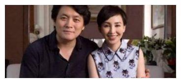 19岁和导演在一起的她,25岁裸婚连生3子,如今事业有成家庭幸福