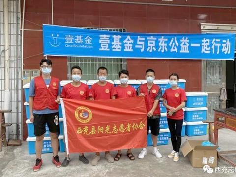 四川西充:抗洪救灾,青年志愿者在行动