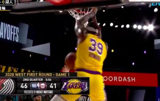 在今天NBA季后赛继续激烈的进行,结果半场过后,湖人队56比57还落后于西部第八开拓者一分。