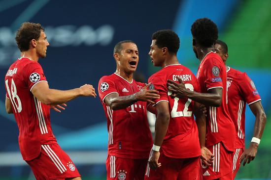 半决赛面对里昂,他更是梅开二度,最终帮助拜仁3-0完胜对手,昂首挺进决赛。