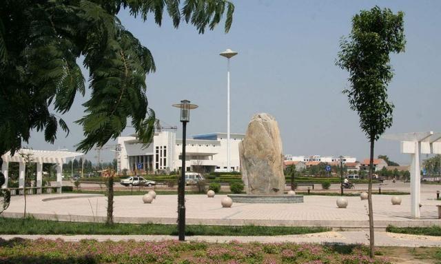 """富阳一个""""幸运""""的县城被546.5亿的高铁"""