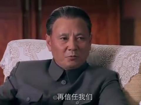 五星红旗:邓小平强势指出收复香港,对方不服?大手一挥就是干!