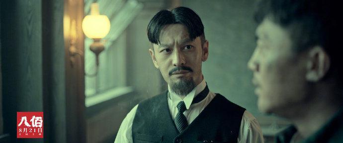 今天《八佰》上映,@黄晓明在《八佰》中扮演特派员角色……