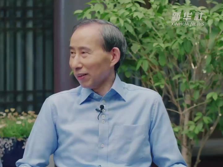 龙宇翔为中国女子冰球队点赞