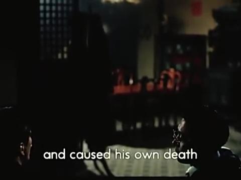 屋内王亚楠与哥哥起争执,家中老人见到急劝架