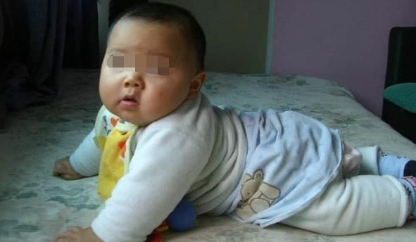 5岁男孩体重90斤,老师建议妈妈带孩子就医,医生检查后难忍笑意
