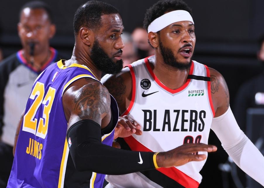 NBA季后赛继续进行,湖人对阵开拓者。首节利拉德14分,开拓者29比25领先4分
