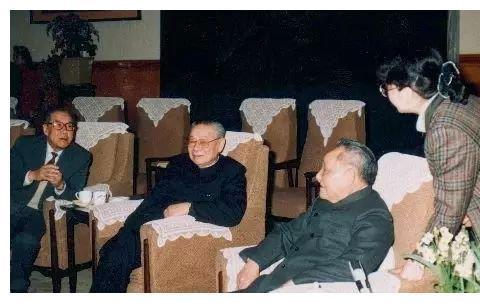 金一南:香港驻军事件中,邓小平展现的对抗性!