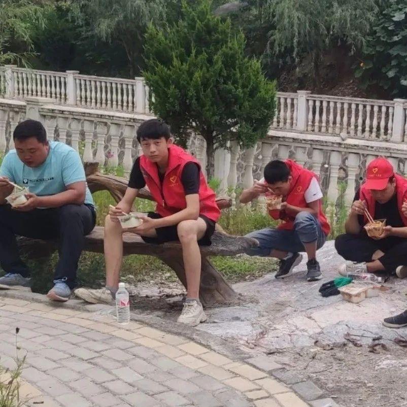 【青行动】青年志愿者在抗洪救灾中彰显青春力量!