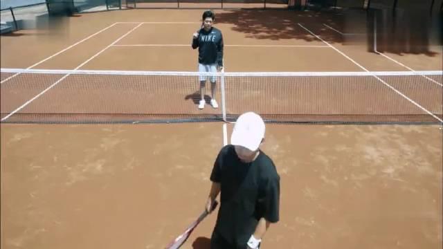 天才网球少年路夏回国,偶遇黄靖挑衅,这不是自取其辱吗?