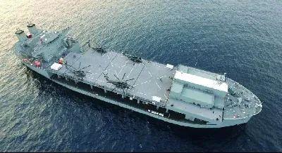 美军远征移动基地舰可以搭载多架直升机