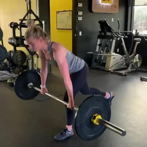 来看新科英国女子公开赛冠军索菲亚-波波夫如何训练体能