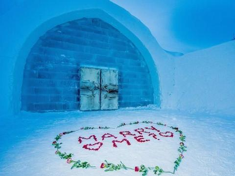 """全球""""最寒冷""""酒店,用3万吨冰块制成,酷似白雪公主的水晶宫"""