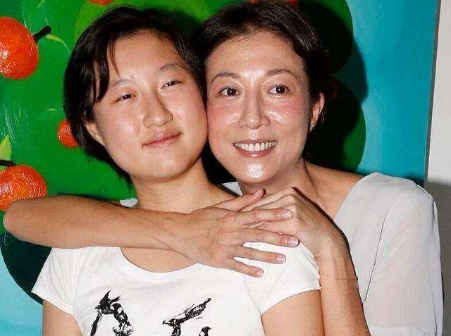 七夕吴绮莉发视频,47岁状态超好,认为永远对自己好的只有自己