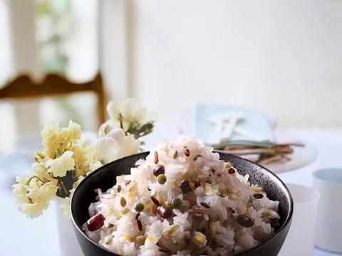 清炒菠菜胡萝卜、精品粗粮饭、蜜豆甜菜根沙拉、炒山药木耳